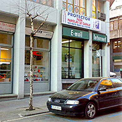 First office in Bilbao at José Mª Escuza Street, 23.